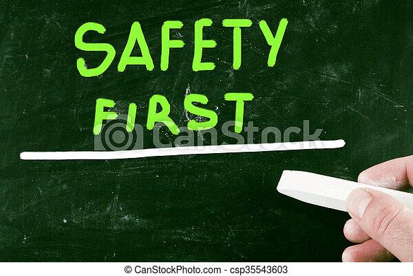 sicherheit zuerst - csp35543603