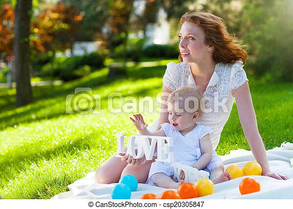 sie, park, zusammen, kind, mama, spielende , glücklich - csp20305847