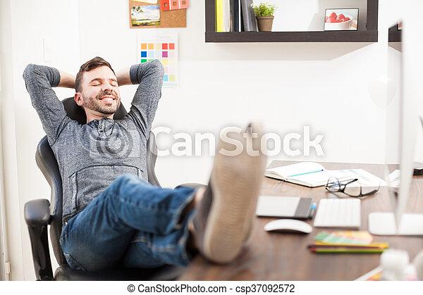 Sien bureau haut pieds bureau homme dos concepteur bureau