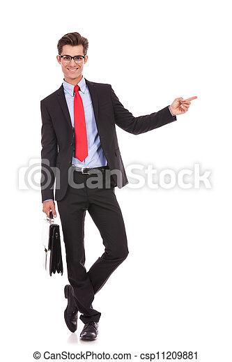 sien, business, pointage, jeune, doigt, homme, côté, gauche - csp11209881