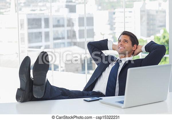 Sien délassant réussi pieds bureau homme affaires sien