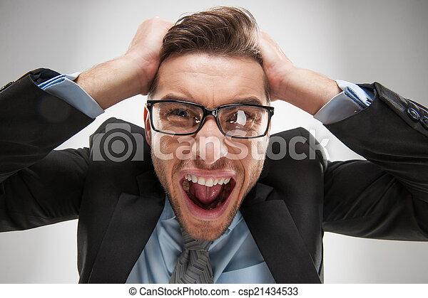 sien, humain, fâché, homme, négatif, émotions, cheveux extraire, facial, portrait, closeup, expressions, frustré, dehors. - csp21434533