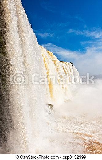 Cae Iguazu, una de las nuevas siete maravillas de la naturaleza. - csp8152399