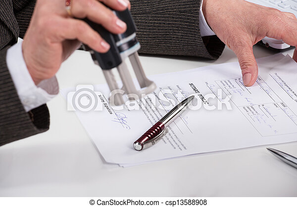 Signing contract - csp13588908