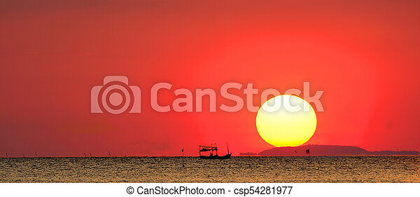 Silhouette of fishing boat in the sea with the sunset background - csp54281977