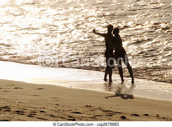 silhouette of lovers on the beach - csp2678883