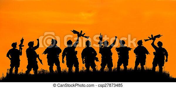 silhouette, waffen, soldat, offizier, militaer, oder, sunset. - csp27873485