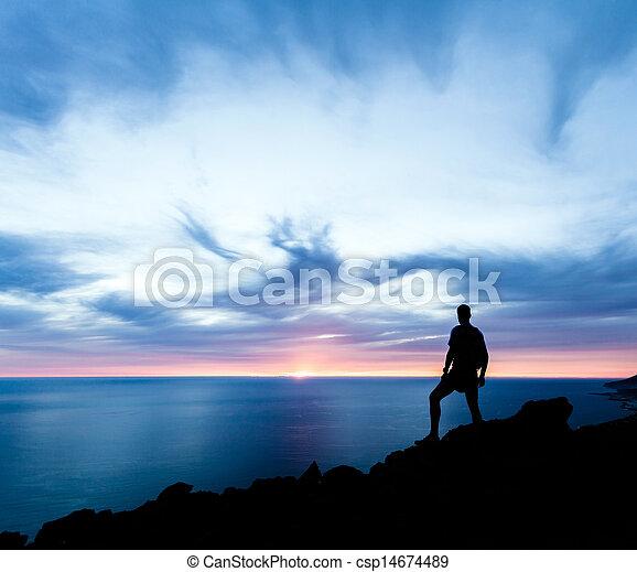 silhouette, wandern, wasserlandschaft, sonnenuntergang, berge, mann - csp14674489