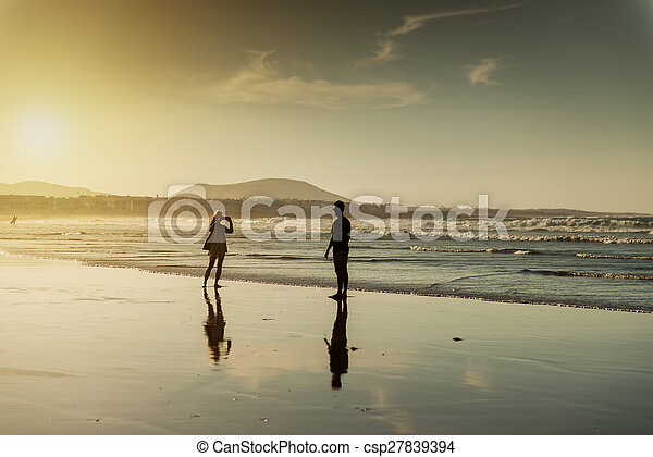 silhouettes, plage, couple - csp27839394