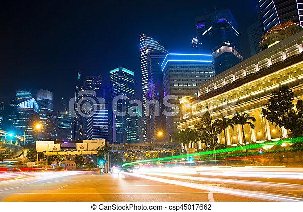 Camino de tráfico de Singapur por la noche - csp45017662