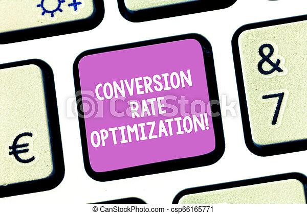 Escribir textos escribiendo textos optimizando tasa de conversión. Concept significa incrementar el porcentaje de visitantes de la página web para crear un mensaje de computadora presionando la idea del teclado. - csp66165771