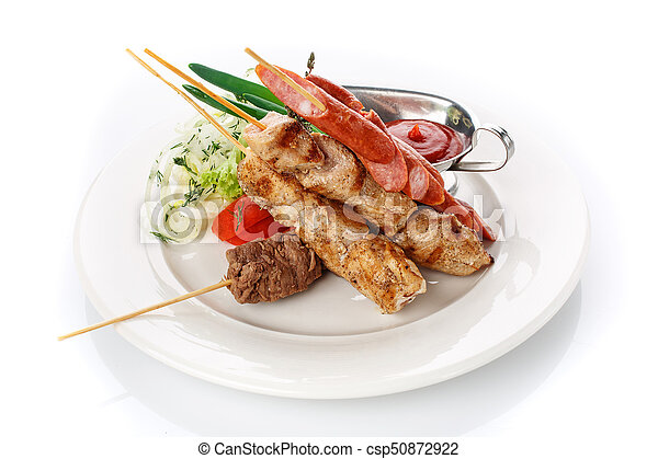 Skewers and sausages with onions and fresh tomato sauce - csp50872922