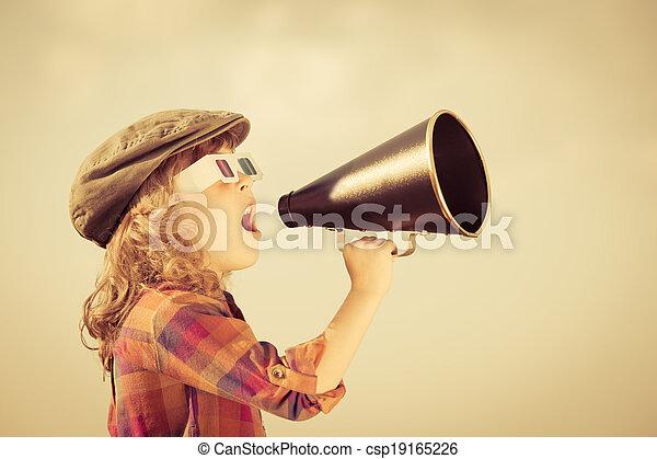 skrikande, barn, megafon, genom, årgång - csp19165226