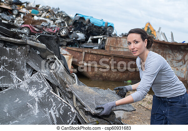skrotupplag, arbetare, kvinnlig - csp60931683