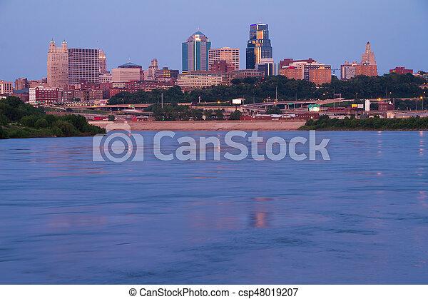 Skyline of Kansas City Missouri - csp48019207
