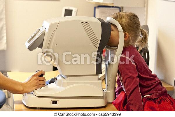 Small child (4) taking an eye exam - csp5943399