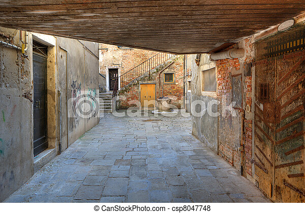 Small Vintage Courtyard In Venice Italy View On Small Paved