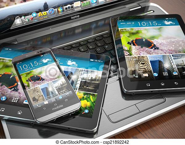 Mobilgeräte. Laptop, Smartphone und Tablet PC. - csp21892242