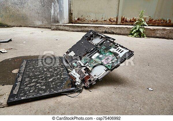 Smashed Laptop Hardware - csp75406992