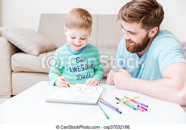 Smiling dad and little son drawing with colorful markers - csp37032186