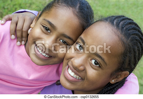 Sonrientes niños - csp0132655