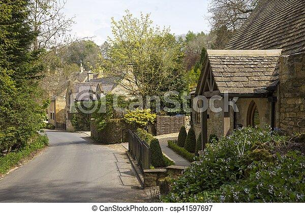 Cotswold cabañas en Snowshill, Gloucestershire, Inglaterra - csp41597697
