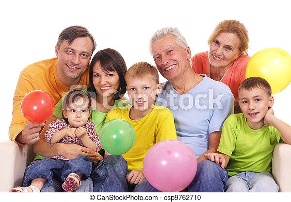 Familia feliz en el sofá - csp9762710