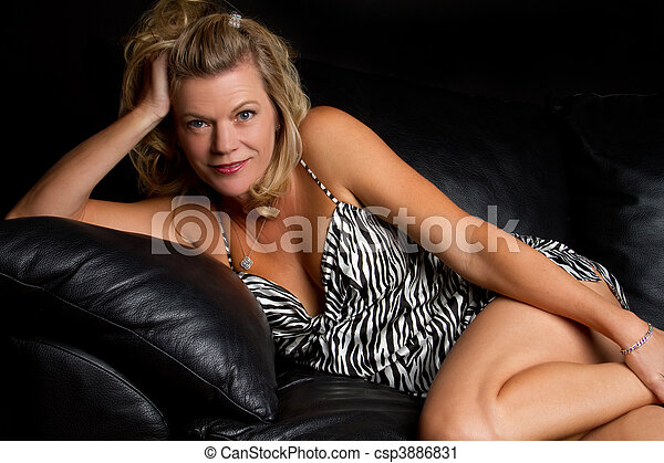sofá, mulher - csp3886831