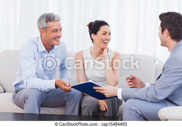 sofa, clients, ensemble, conversation, rire, vendeur - csp15484493