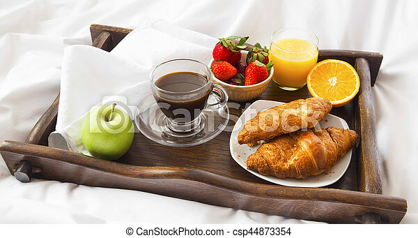 Sok Kawa Croissanty łóżko śniadanie