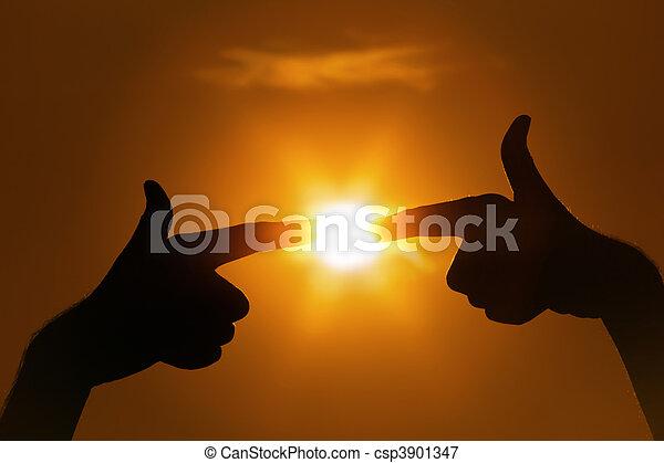 sol, señalar los dedos, gesto - csp3901347