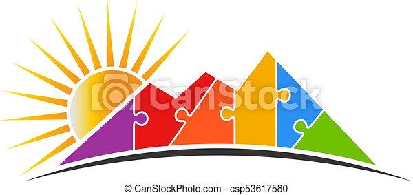 Un rompecabezas de montaña con ilustración vectorial del logo solar - csp53617580