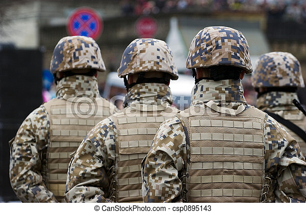 Soldaten bei der Militärparade - csp0895143