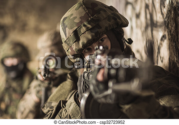soldato, forze speciali - csp32723952
