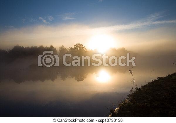 sole, nebbia, fiume - csp18738138