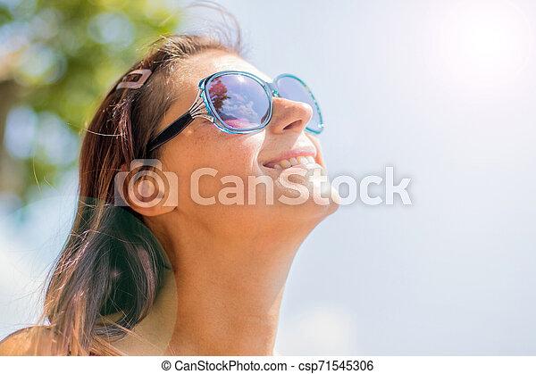 soleil, décontracté, haut, jeune regarder, blonds, fin, sourire - csp71545306