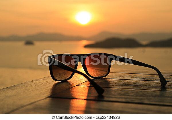 solglasögon, solnedgång - csp22434926