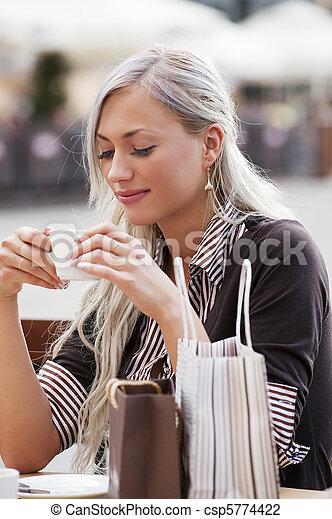 solo, donna, caffè - csp5774422