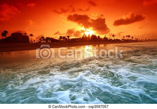 solopgang, havet - csp3597057