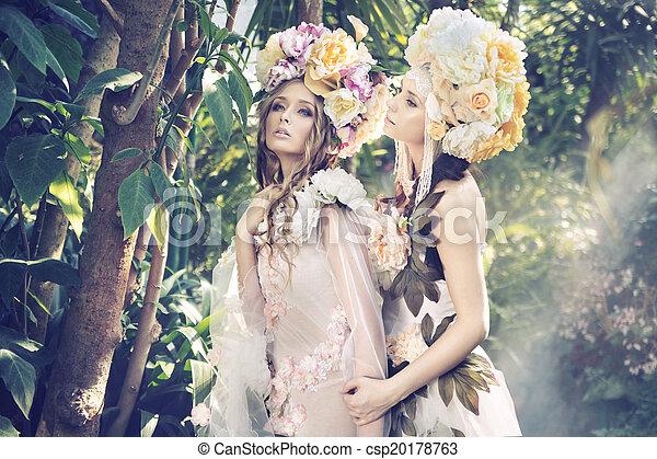 Dos ninfas del bosque usando sombreros elegantes - csp20178763