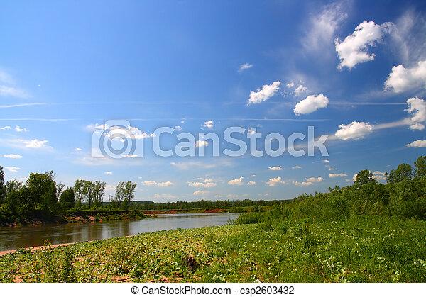Sommerlandschaft mit Fluss - csp2603432