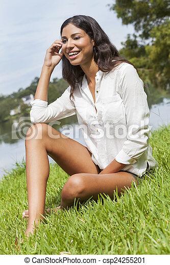 Latinas in kurzen Hosen