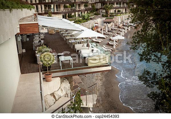 hochterrasse sommer gasthaus hoch terrasse meer felsformation stockfoto hochterasse selber bauen