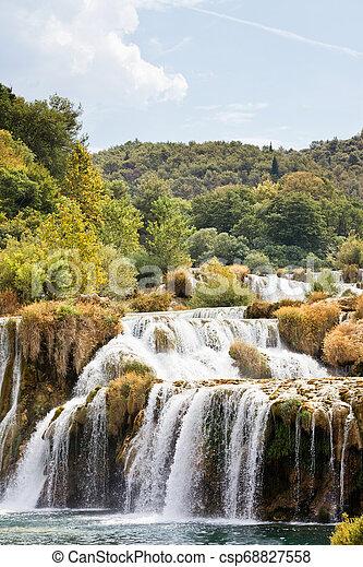Krka, sibenik, croatia - erleben Sie einen sonnigen Sommer im krka Nationalpark - csp68827558