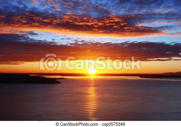 son, coucher soleil, puget - csp0575349