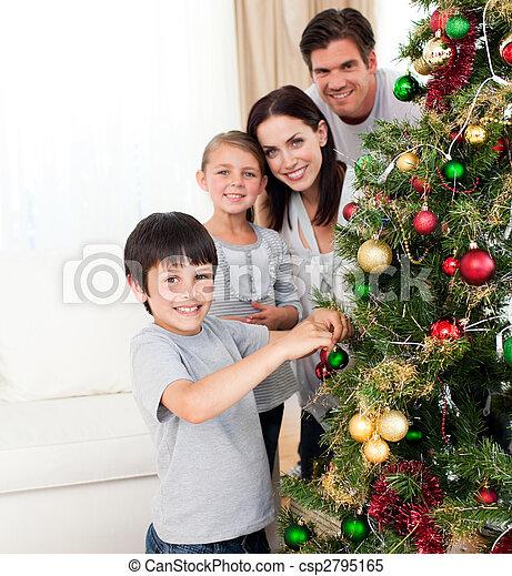 sonriente, decorar, árbol, navidad, familia  - csp2795165