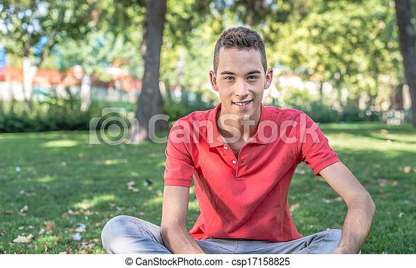 Un joven sonriente - csp17158825