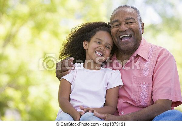 sonriente, nieta, aduelo, aire libre - csp1873131