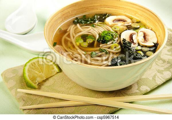 Soba fideo y sopa de kale - csp5967514