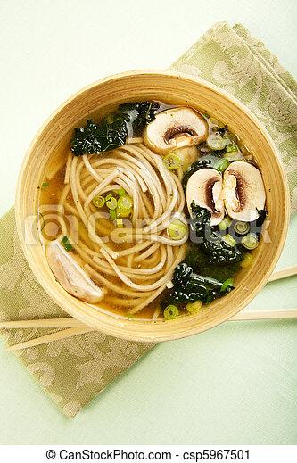 Soba fideo y sopa de kale - csp5967501